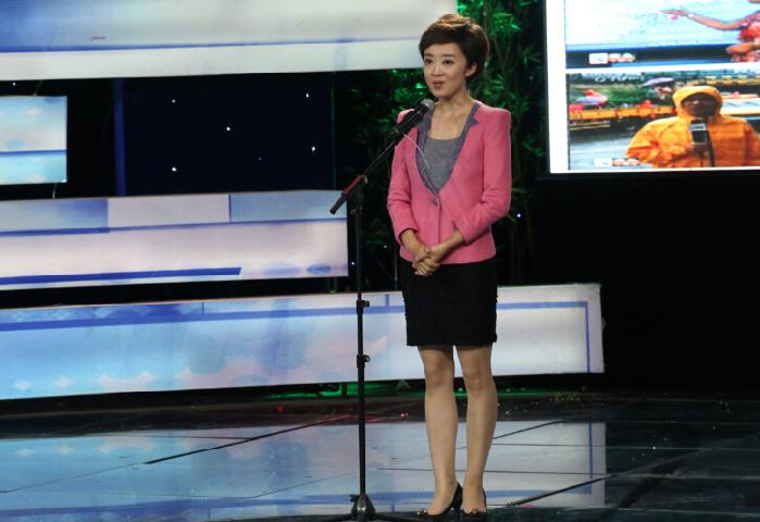 3号参赛选手:青岛广播电视台电视新闻综合频道主播杨静静,演讲题目是