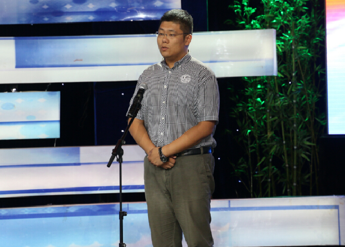 6号参赛选手:青岛广播电视台广播新闻中心王鑫,演讲的题目是:三个难忘